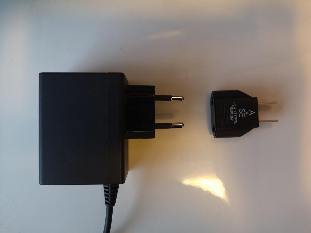 Cタイプの電源プラグとAタイプの変換プラグ