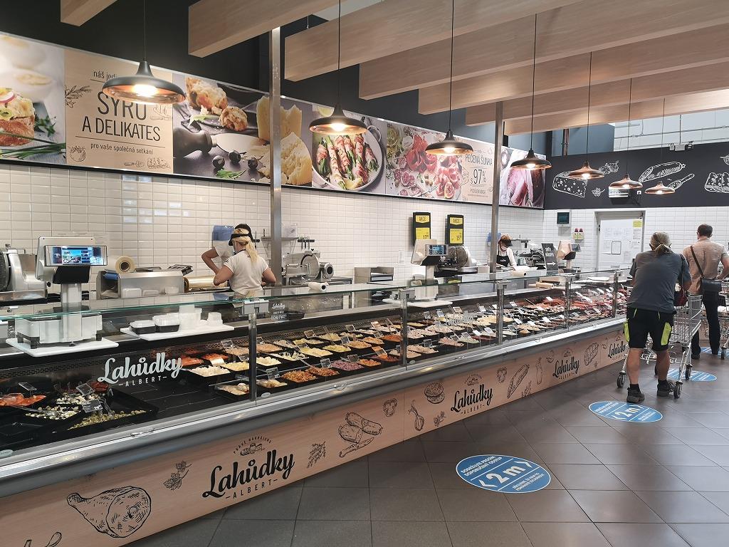 チェコのスーパーの惣菜コーナー