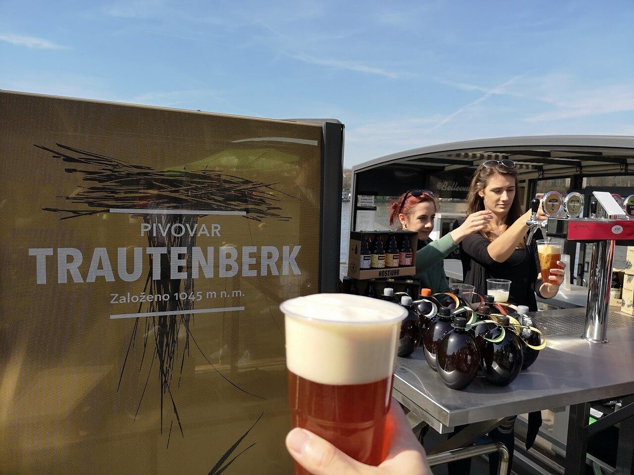 ボートから販売されているビール