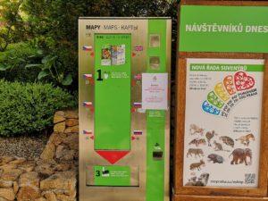 プラハ動物園の園内マップを販売する自動販売機