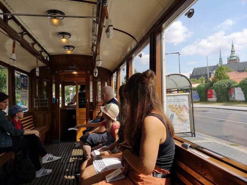 観光トラム車窓