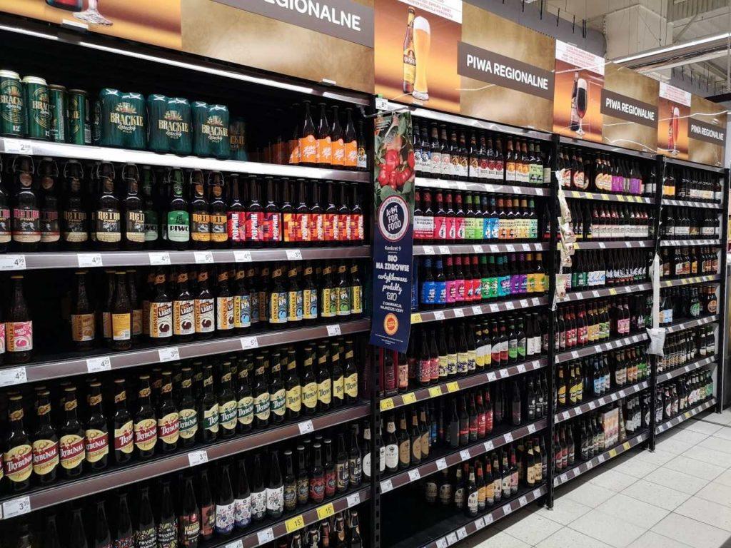 ポーランドのスーパーのビールコーナー