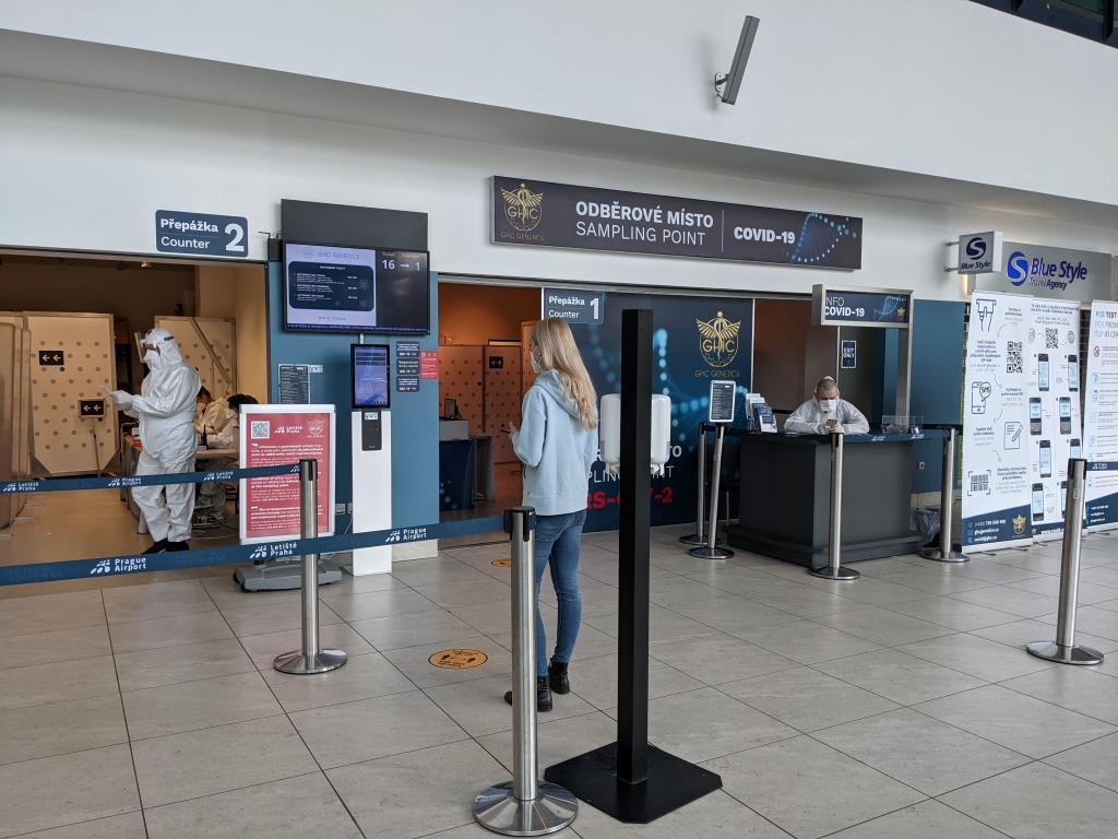 プラハ空港PCR検査場