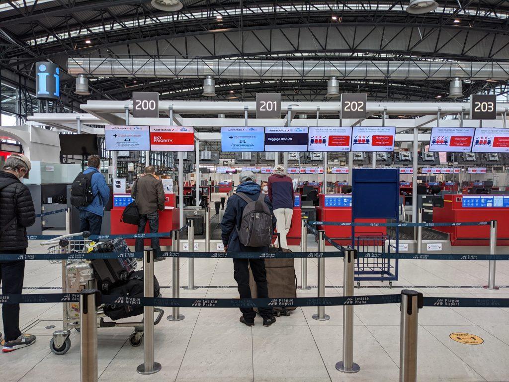 プラハ空港AFチェックインカウンター