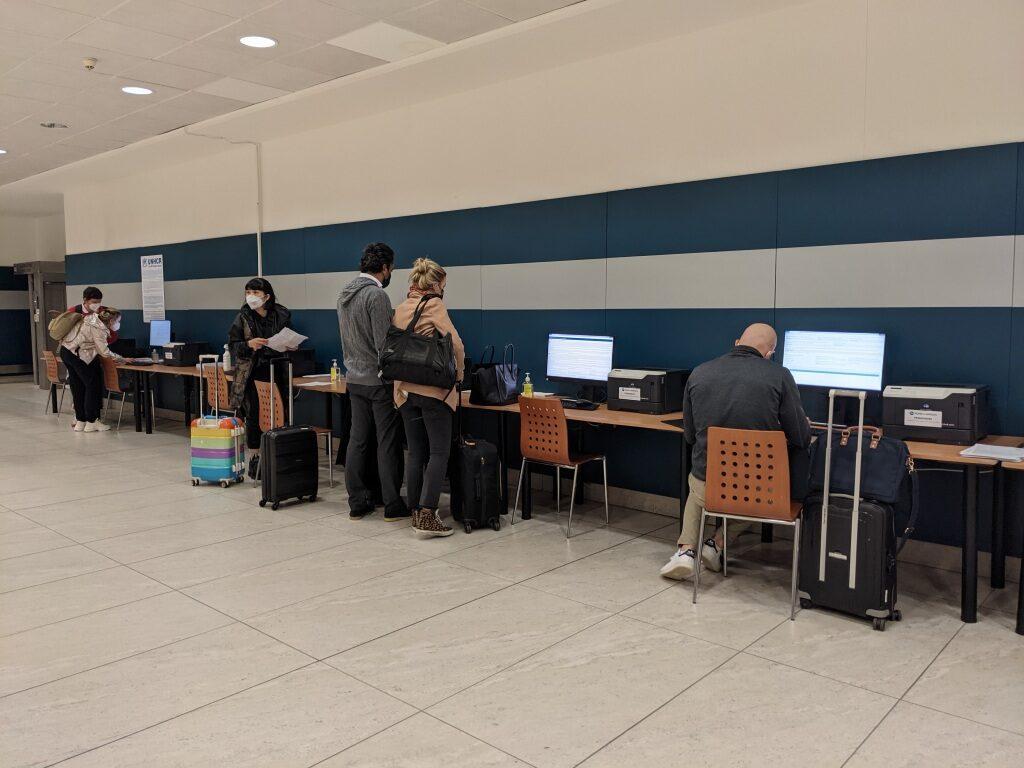 プラハ空港_電子フォーム入力